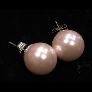Pink pearl type earrings